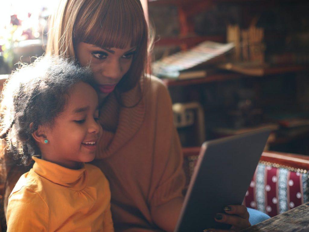 Kesenjangan Pekerjaan Menyebabkan Masalah Karir Terutama Mantan Orang Tua